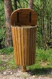 Bote de basura de madera Foto de archivo libre de regalías