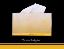Boîte de papier de soie de soie sur le fond noir Photos stock
