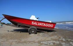Bote de salvamento com o grande escrito no italiano no verão Foto de Stock