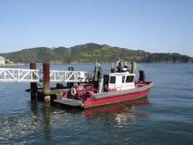 Bote de salvamento de Tiburon con el fondo de Angel Island Foto de archivo