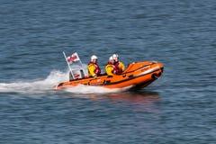 Bote de salvamento em Dublin Bay perto da cidade de Dún Laoghair imagens de stock royalty free
