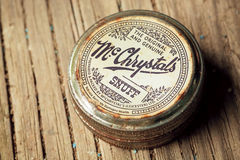 Boîte de vintage de produit du tabac sans fumée, tabac à priser de McChrystals, fabriqué en Angleterre Photo libre de droits