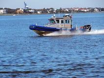 Bote patrulla del puerto Imágenes de archivo libres de regalías