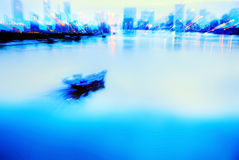 Bote pequeño en el río Imagen de archivo