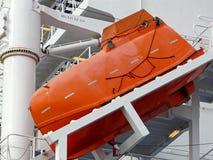 Bote salvavidas de la caída libre en un portacontenedores Imagen de archivo libre de regalías