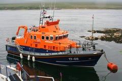 Bote salvavidas en el amarre en Escocia Foto de archivo libre de regalías