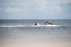 Bote salvavidas inflable en el mar Imágenes de archivo libres de regalías