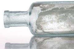Botella antigua en el vector blanco imagenes de archivo