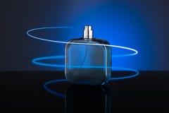 Botella azul de perfume Fotografía de archivo libre de regalías