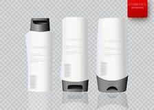 Botella blanca de champú que empaqueta sobre el fondo blanco Imagenes de archivo