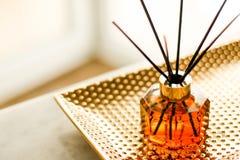 Botella casera de la fragancia, decoraci?n de lujo europea de la casa y detalles del dise?o interior imagen de archivo