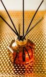 Botella casera de la fragancia, decoraci?n de lujo europea de la casa y detalles del dise?o interior fotos de archivo libres de regalías