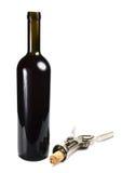Botella con el vino rojo y el sacacorchos Imagen de archivo