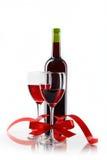 Botella con el vino rojo y el vidrio Imagen de archivo libre de regalías