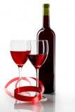 Botella con el vino rojo y el vidrio Fotografía de archivo libre de regalías