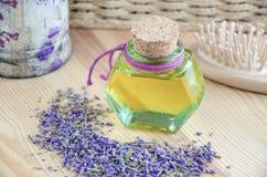 Botella de aceite cosmético Imágenes de archivo libres de regalías