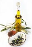 Botella de aceite de oliva imagen de archivo