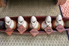 Botella de aceite del aroma para el masaje tailandés Imagen de archivo libre de regalías