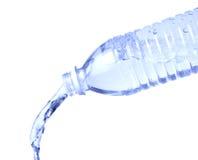Botella de agua de colada en blanco Fotos de archivo libres de regalías