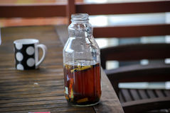 Botella de agua del cigarrillo Foto de archivo libre de regalías