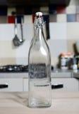 Botella de agua del vintage con la cápsula Foto de archivo