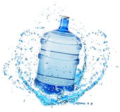 Botella de agua grande en el chapoteo del agua aislado en el fondo blanco Fotografía de archivo libre de regalías