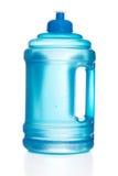Botella de agua plástica azul Foto de archivo libre de regalías