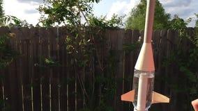 Botella de agua Rocket de la cámara lenta almacen de video