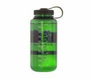Botella de agua verde imagenes de archivo