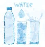 Botella de agua y un vidrio Fotografía de archivo libre de regalías