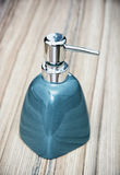 Botella de cerámica para el jabón líquido Fotografía de archivo libre de regalías
