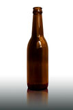Botella de cerveza aislada Foto de archivo