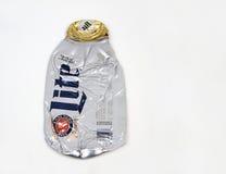 Botella de cerveza de aluminio machacada de Miller Lite Foto de archivo libre de regalías