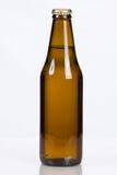 Botella de cerveza de cristal marrón llana clásica Fotos de archivo
