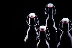 Botella de cerveza en negro Fotos de archivo