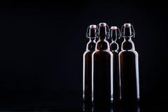 Botella de cerveza en negro Imagen de archivo