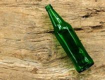 Botella de cerveza marrón vacía Imagen de archivo libre de regalías