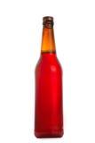Botella de cerveza oscura Aislado con la trayectoria de recortes imagen de archivo libre de regalías