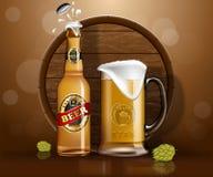 Botella de cerveza y taza, salto de madera de la tierra del barril Fotos de archivo libres de regalías