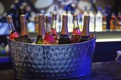 Botella de champán en el cubo de hielo Fotos de archivo