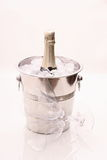 Botella de Champán en refrigerador y dos vidrios del champán Fotografía de archivo libre de regalías