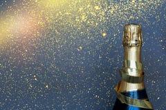 Botella de champán Feliz Año Nuevo Fotos de archivo libres de regalías