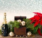 Botella de champán y de dos vidrios Foto de archivo libre de regalías