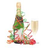 Botella de champán y de vidrio. imagen de archivo