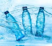 Botella de chapoteo del agua Foto de archivo