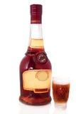 Botella de coñac con el vidrio Imagen de archivo