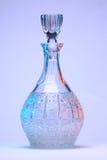 Botella de cristal tallado coloreada Imagenes de archivo