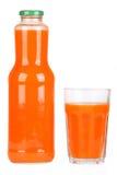 Botella de jugo de zanahoria Imagen de archivo libre de regalías