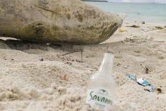 Botella de la playa fotos de archivo