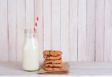 Botella de leche Straw Cookies Fotografía de archivo